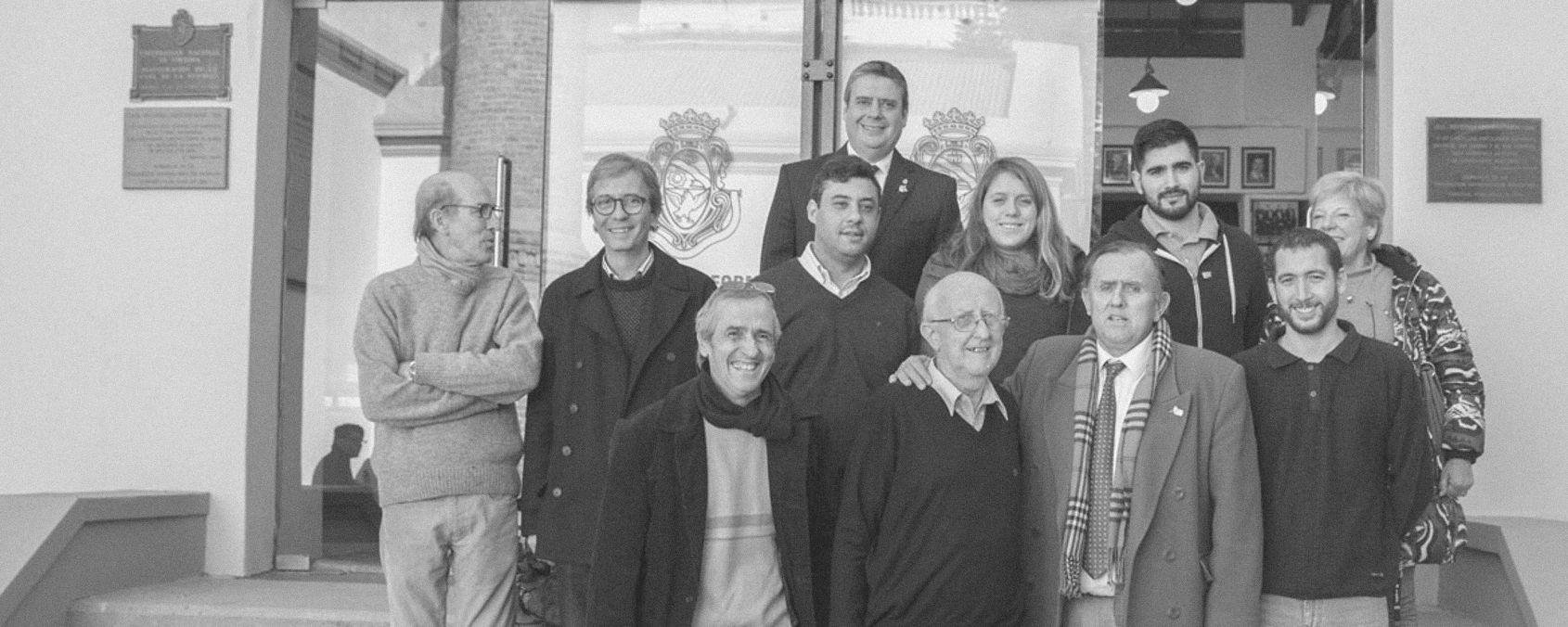 La UNC le entregó un reconocimiento a uno de los nietos de Enrique Barros