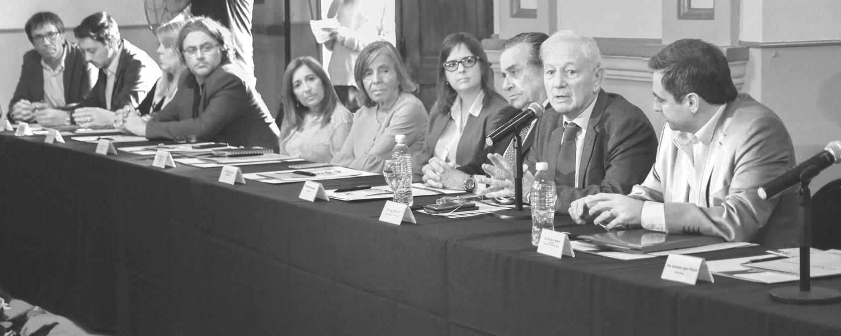 """El Cabildo Histórico alumbró la primera reunión del foro """"100 años de la Reforma Universitaria"""""""