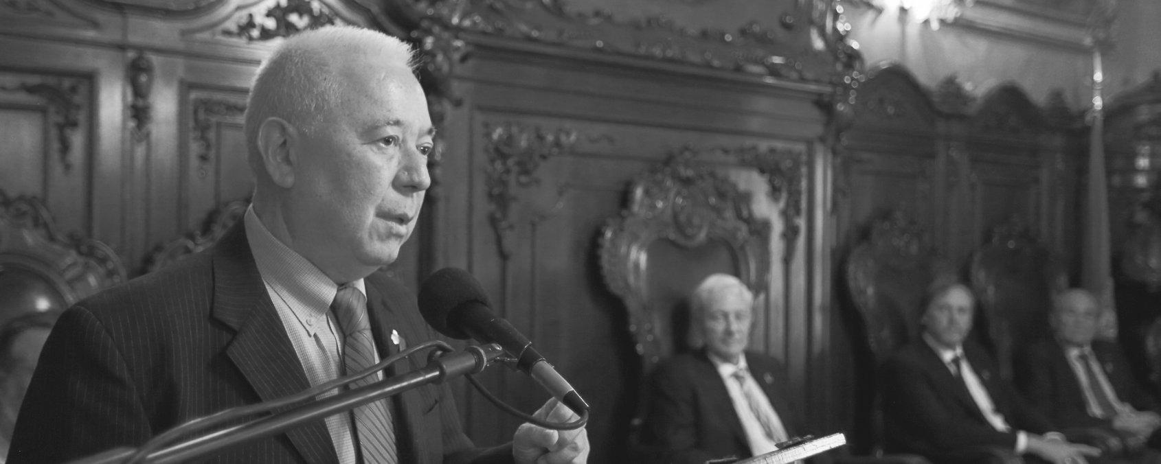 La UNC entregó el título de Visitante Distinguido a Axel Didriksson Takayanagui